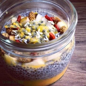 Budino di semi di chia con parfait di mango