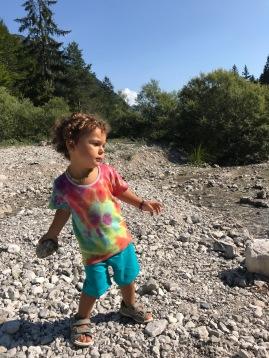minimalismo, viaggiare, viaggiare da sola con bambini, bambini, vegan, famiglia, mama rainbow, alpi, montagna, esplorare, natura, castelli, bosco,