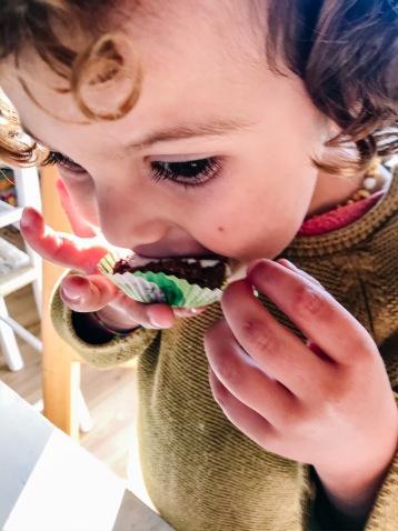 cupcakes, raw, raw food, crudismo, famiglia, cibo vero, cibo integrale, carote, frutta, sano, senza glutine, glutenfree, senza zucchero, vegan, mama rainbow